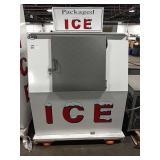 New Leer Ice Chest, Model L040SASE, DOM: 6/2020