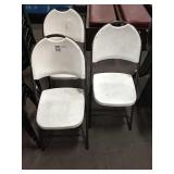 1 Lot 3 White Resin Folding Chairs