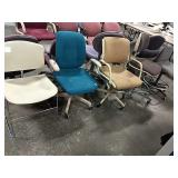 1 Lot 5 Asst Chairs: 1 Tan Stationary, (4)