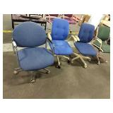 1 Lot 4 Rolling Office Chairs: 3 Blue, 1 Green