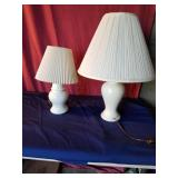 2 white lamps