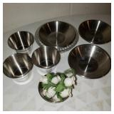 Vintage Stainless Steel Pinch Bowls w/Cups