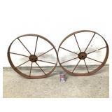 2 anciennes roues de calèches