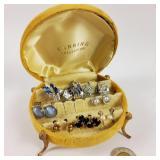 Coffret velour jaune sur pied & bijoux vintage