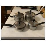 4 pots with lids