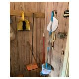 Brooms & dustpans