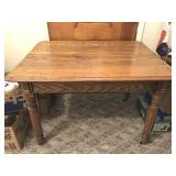 Oak table 42 x 32 x 29 t