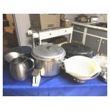 2 granite roasters, pitcher, lg pot, drainers,