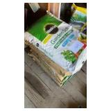 6 Bags Miracle Grow Raised Bed Soil And 1 Bag Of