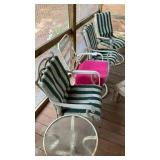 4 Outdoor Chairs And End Table