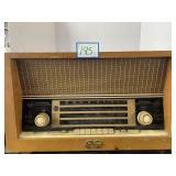 Vintage RCA International 4 Band Radio