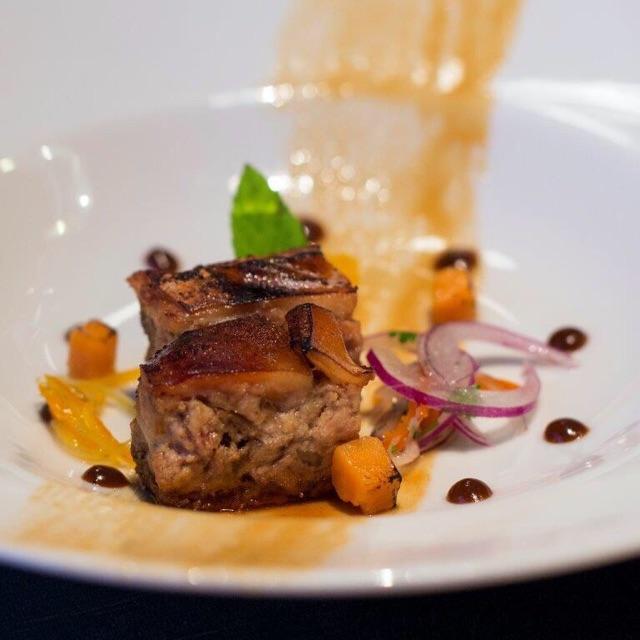 Cochinillo con salsa de lulo y cítricos