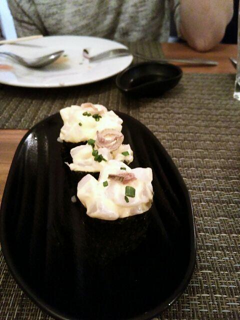Gunkan con tartar de vieiras al aji amarillo