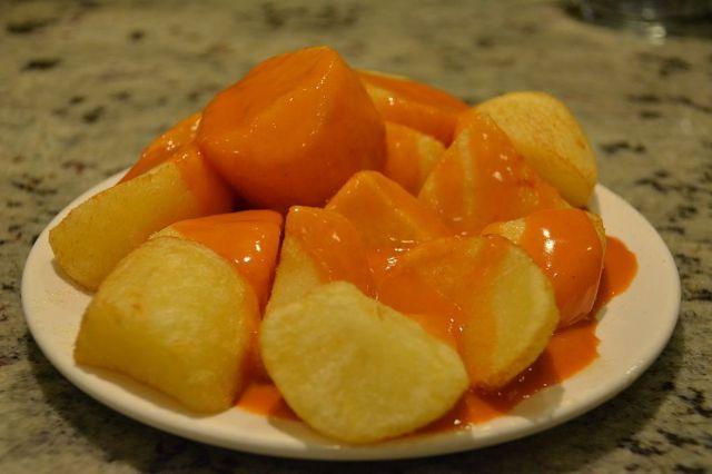 Patatas con salsa Las Bravas