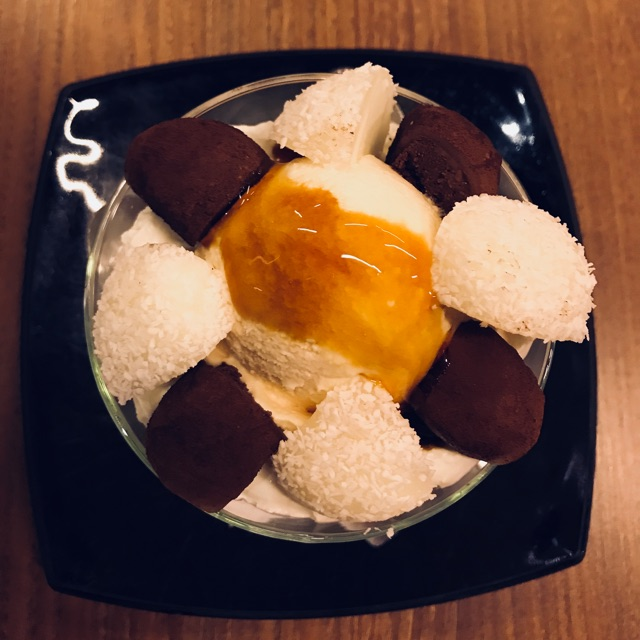 Helado de mochi de coco y chocolate