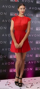 252D258600000578-0-Lady_in_red_Irina_Shayk_made_sure_she_was_sure_to_catch_the_eye_-m-127_1422582462476