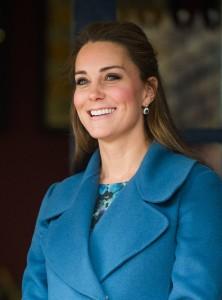 Kate-Middleton-Visits-Pottery-Factory (6)
