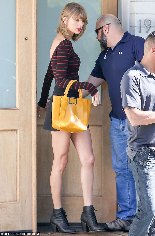 26700CBD00000578-2985531-Casual_lunch_Taylor_was_seen_at_A_O_C_restaurant_in_Beverly_Hill-m-159_1425854506903