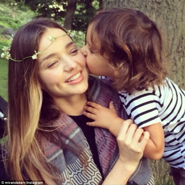 264AF37200000578-2987176-Hugs_and_kisses_The_model_mum_often_shares_images_with_her_son_s-a-2_1425942319197