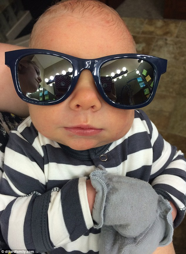 278A3A6E00000578-3037851-Baby_Dilly_The_newborn_dons_navy_sunglasses_over_his_eyes-a-17_1428974137126