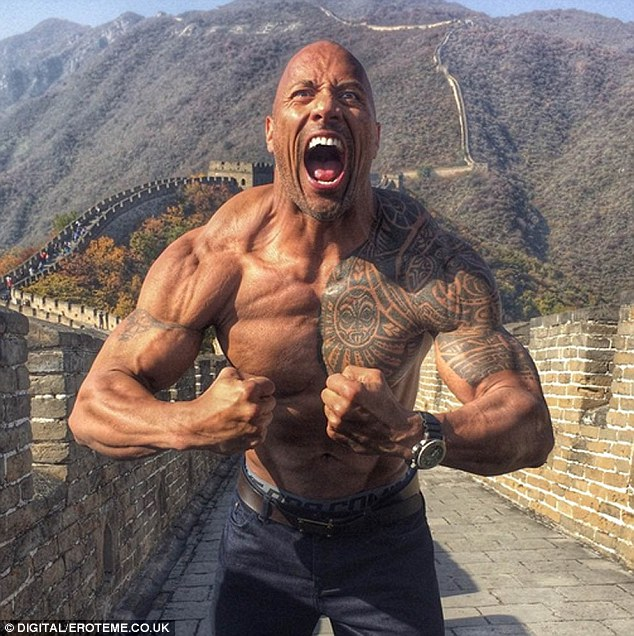 292C869A00000578-3102274-_Great_ruler_Dwayne_The_Rock_Johnson_showed_off_his_muscles_on_t-a-41_1432896434319