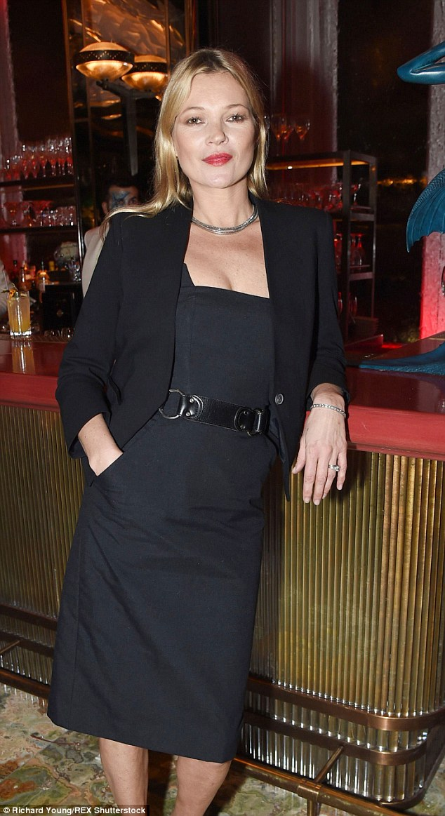 2D86AD0400000578-3277842-Kate_Moss-m-71_1445160688800