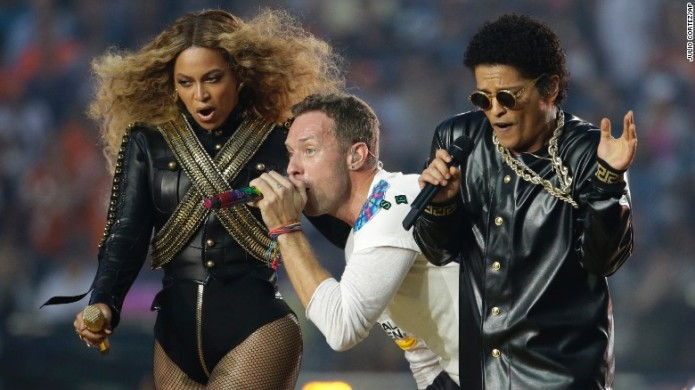 160207215910-12-super-bowl-halftime-2016-exlarge-169