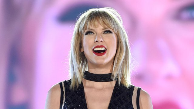 AUSTIN, TX - OCTOBER 22:  Singer/songwiter Taylor Swift perfoms onstage during the Formula 1 USGP on October 22, 2016 in Austin, Texas.  (Photo by John Shearer/LP5/Getty Images for TAS)
