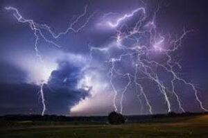 lightning-safety.jpg#asset:151873:transMaxWidth300px