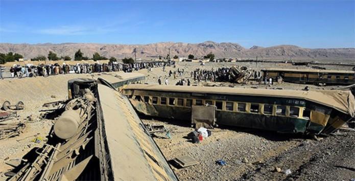 611363_muertos-tren-pakistan