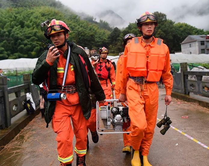 En esa misma localidad varias casas fueron destruidas por completo, al igual que varias más en Baofeng, donde la mañana de este jueves se reportaban seis habitantes desaparecidos. Foto: Cortesía