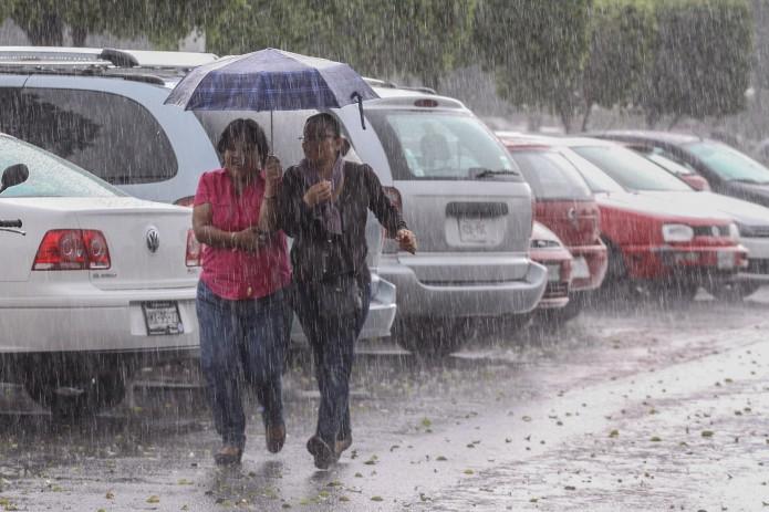 Se presentarán intervalos de chubascos fuertes con tormentas puntuales muy fuertes en Chihuahua, Coahuila, Nuevo León y Veracruz.