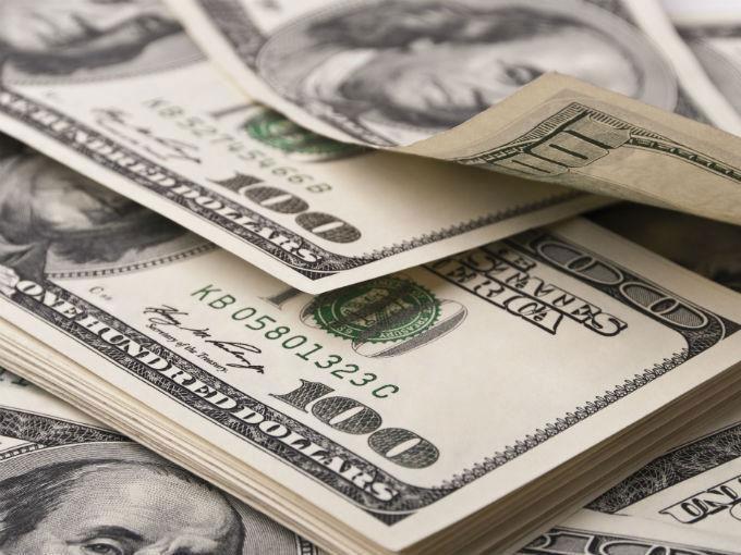 Dólar baja luego de que Trump no ofreciera detalles de política económica