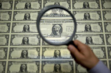 Dólar pierde el piso de los 19 pesos en bancos