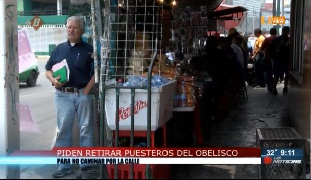 Piden retirar comerciantes ambulantes de la zona del Obelisco, en el centro de Monterrey