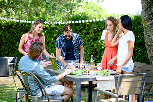 Your Guide to Effortless Backyard Entertaining