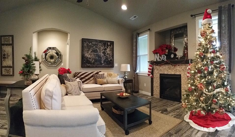 Living room decorated perfectly for the holidays - How to Sell Your Home During the Holidays