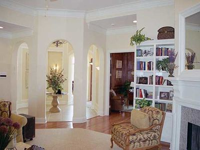Elegant Rotunda Adds Flair - 31044D thumb - 07