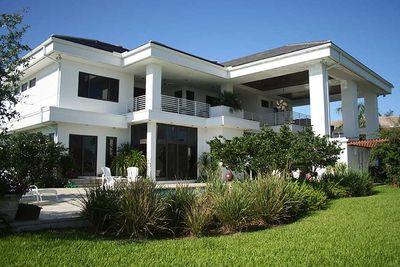 Contemporary Florida Style Home Plan - 32051AA thumb - 02