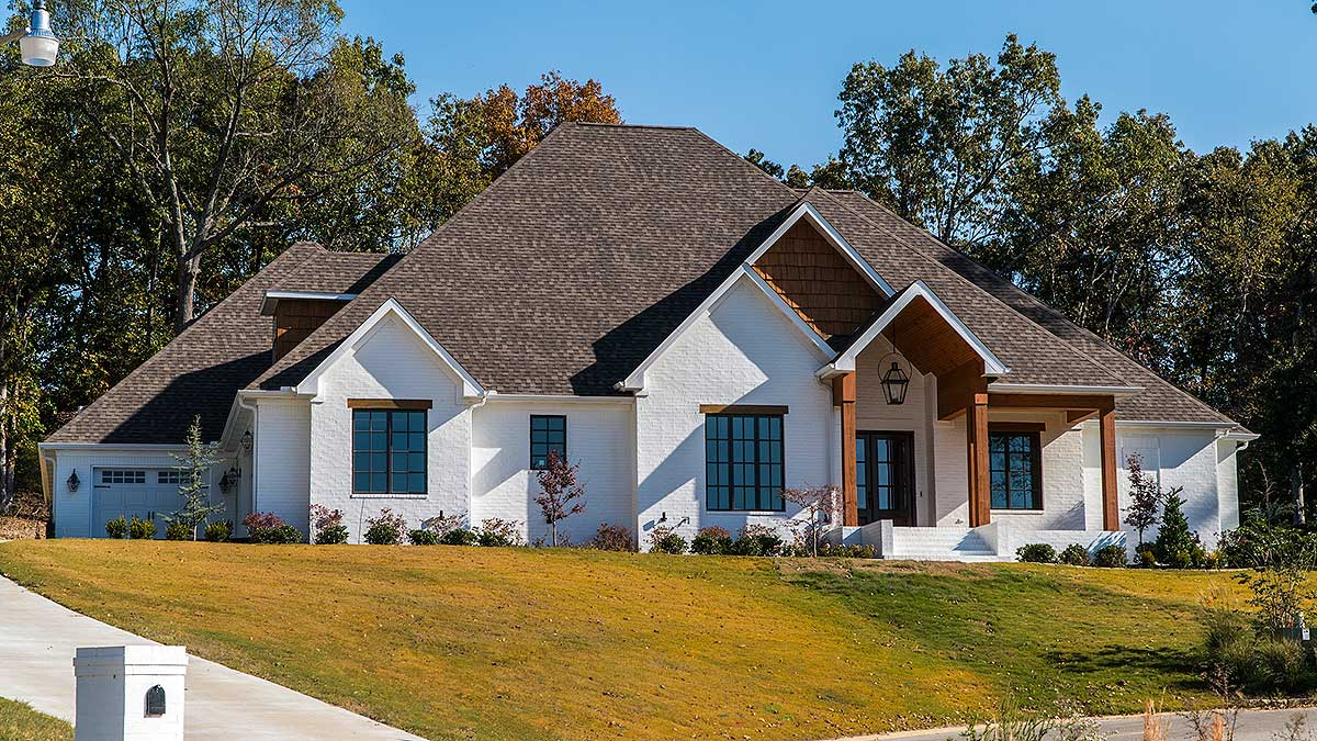 4 Bed Southern Home Plan With Rustic Elegance 70528mk