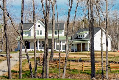 Quintessential American Farmhouse with Detached Garage and Breezeway - 500018VV thumb - 06