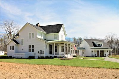 Quintessential American Farmhouse with Detached Garage and Breezeway - 500018VV thumb - 04
