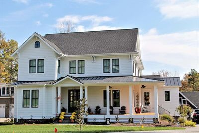 Modern Farmhouse with Matching Detached Garage 500020VV
