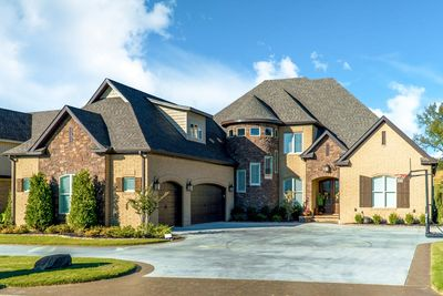 5 Bed Euro Style House Plan With 3 Car Garage 70612mk