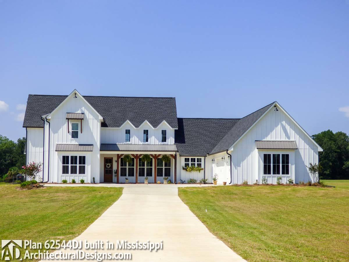 Modern farmhouse plan 62544dj comes to life in mississippi for Farmhouse building plans photos