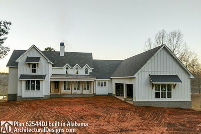 High Quality ... Modern 4 Bedroom Farmhouse Plan   62544DJ Thumb   06 ...