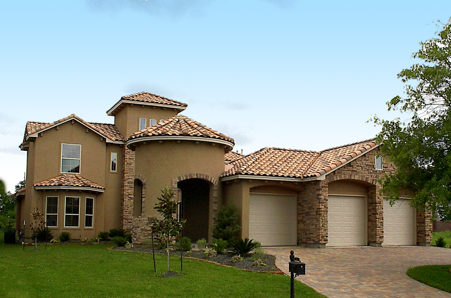 Courtyard beauty 67040gl architectural designs house for Architecturaldesigns com house plan 56364sm asp