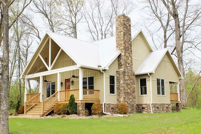 Cottage Escape with 3 Master Suites - 68400VR thumb - 01