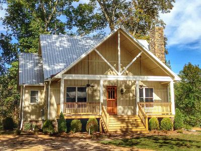 Cottage Escape with 3 Master Suites - 68400VR thumb - 02