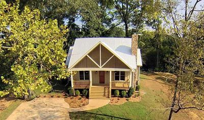 Cottage Escape with 3 Master Suites - 68400VR thumb - 04